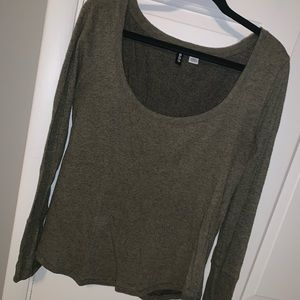 Long sleeve loose fitting thermal top in army